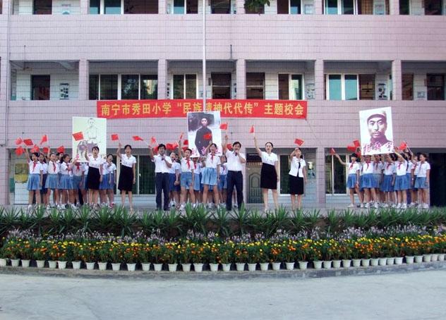 乾县临平雏鹰幼儿园《飘扬吧五星红旗》在线视频;